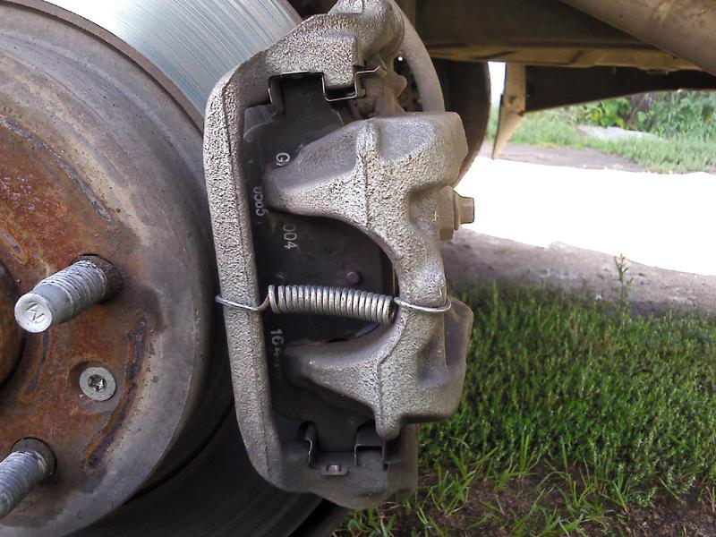 chevrolet cruze смазка направляющих суппорта заднего колеса