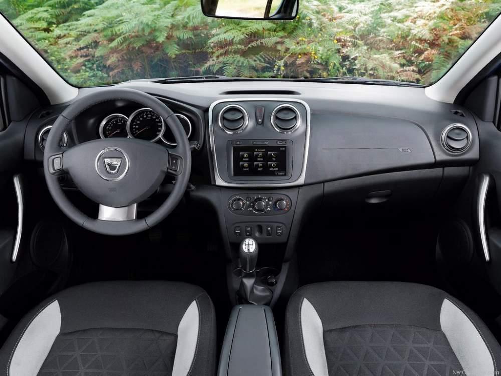 Dacia-Sandero 2013 Фото 05.